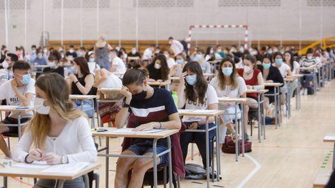 El plan de Castells no funciona: las matrículas universitarias siguen sin bajar