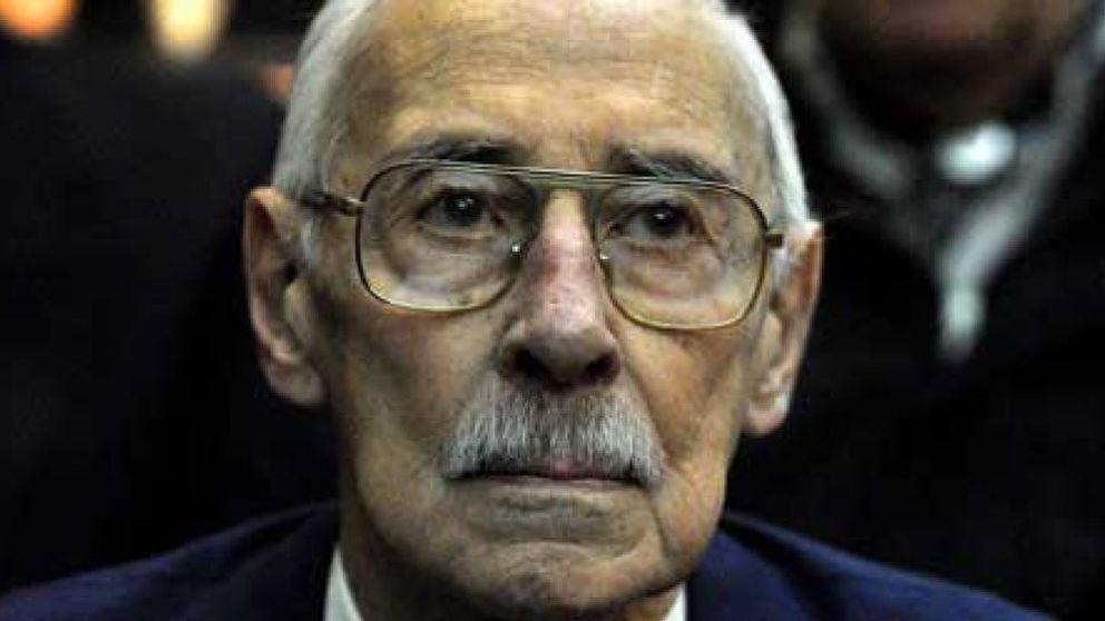 Videla, condenado a 50 años de cárcel por robar bebés durante su dictadura