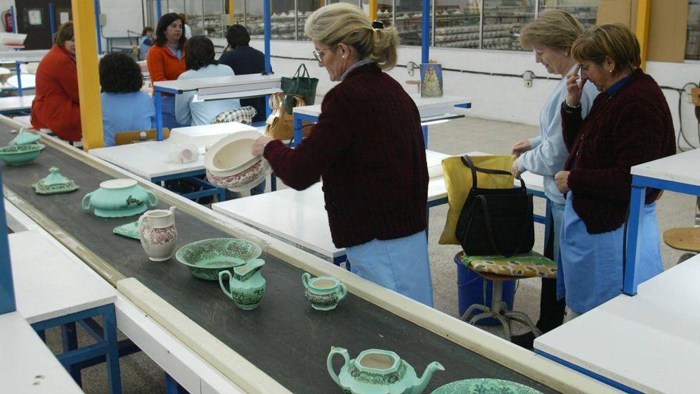 Foto: Trabajadoras de la fábrica de loza La Cartuja. (Pickman La Cartuja)