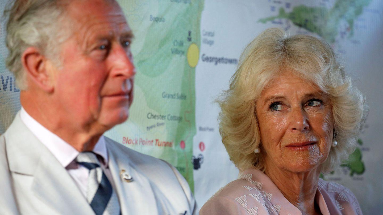 Carlos y Camilla. (Reuters)