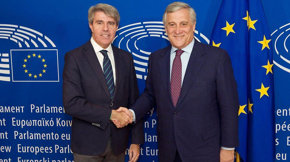 Foto: El presidente madrileño, Ángel Garrido (izquierda), en un reciente viaje a Bruselas. (EFE)