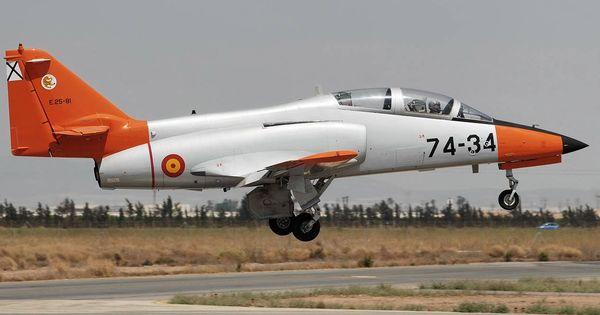 Un-avion-culopollo-del-ejercito-siembra-la-confusion-sobrevolando-madrid
