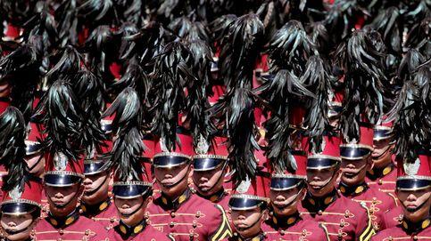 Duterte recibe a los nuevos policías