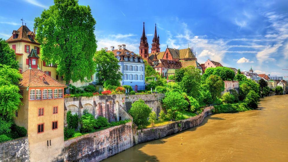 Foto: Casco antiguo de Basilea con la catedral sobre el Rin (Fuente: iStock)