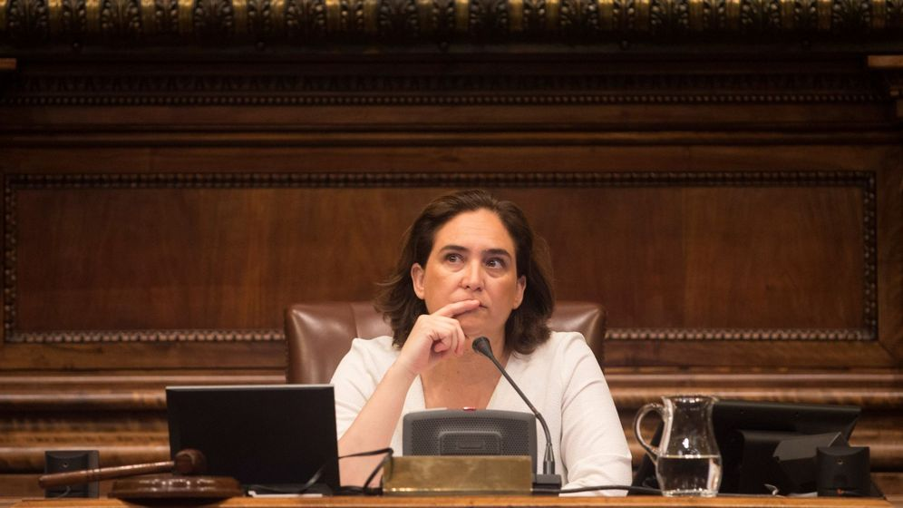 Foto: Ada Colau, durante un pleno del ayuntamiento. (EFE)