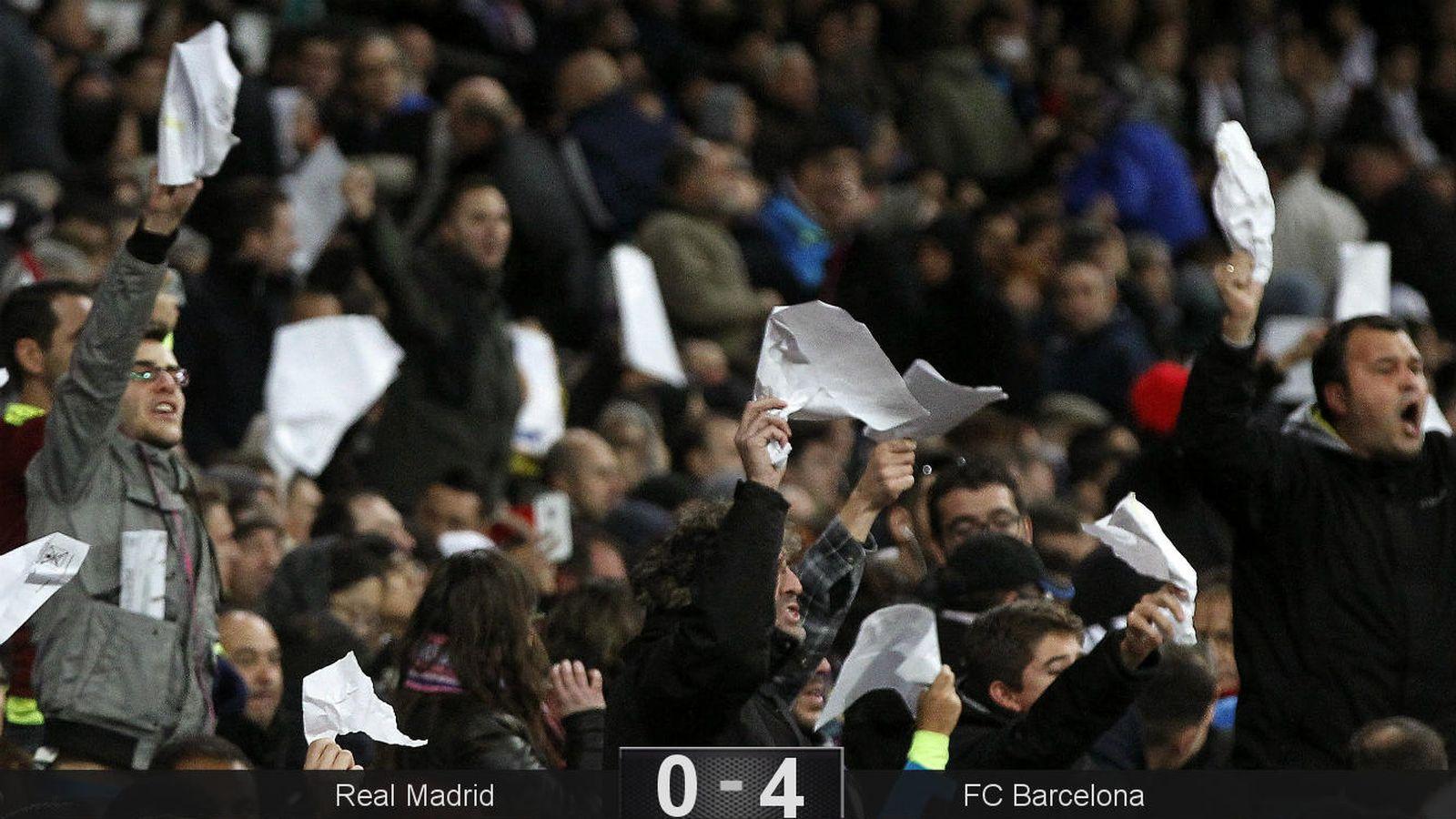 Foto: El público se hartó de la mala imagen habitual del equipo ante el Barça (EFE).