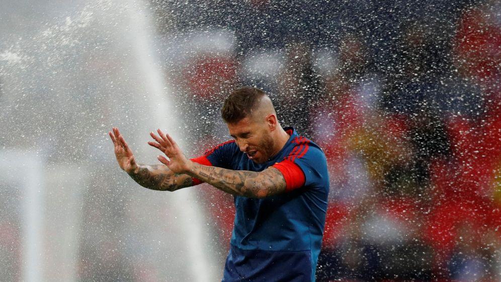 Foto: Sergio Ramos, durante el calentamiento del Inglaterra-España disputado en Wembley. (Reuters)