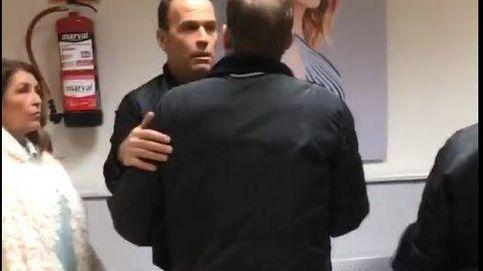Carlos Lozano discute con Álex  y Naím en los pasillos de T5