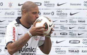 El alcohol y la mala vida se llevan por delante al Adriano futbolista