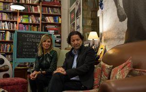 Pilar Eyre y Jorge Zepeda, unidos por un Planeta y por una reina