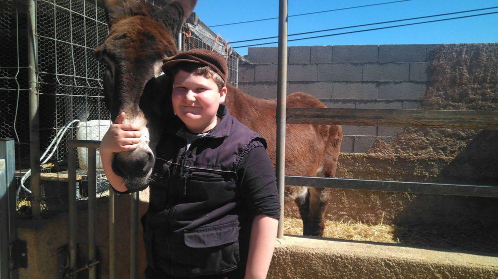 Foto: Miquel Montoro y su burro Menut (Foto: Noemí López Trujillo)
