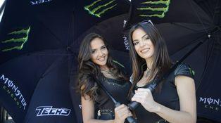 De mayor quiero un minivestido y un paraguas para cobijar a las estrellas de motos