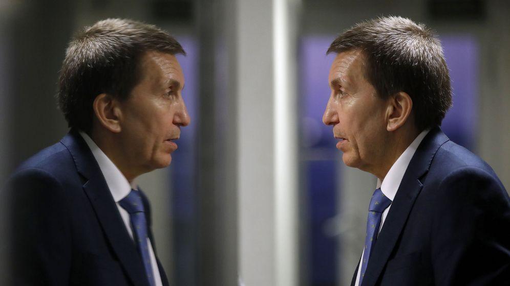Foto: El fiscal jefe Anticorrupción, Manuel Moix, reflejado en un cristal. (Efe)