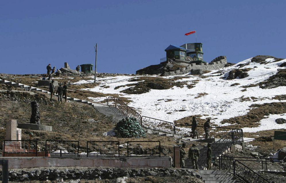 Foto: Soldados indios en una base militar en Sikkim, muy cerca de Doklam, en enero de 2009. (Reuters)