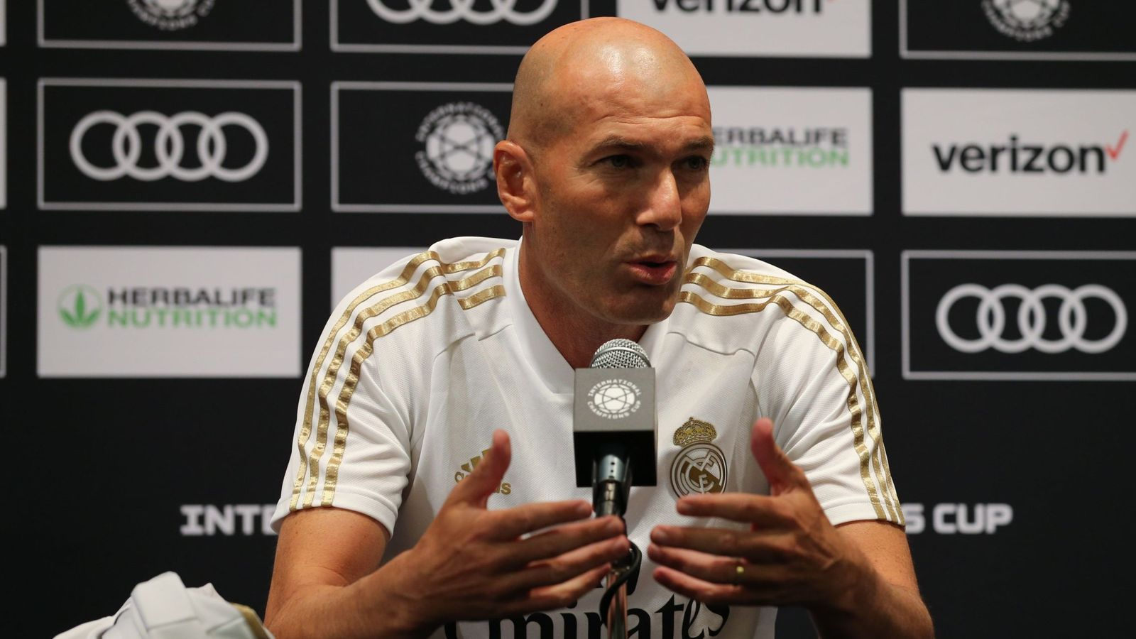 Foto: Zidane durante la rueda de prensa después del primer partido disputado contra el Bayern de Múnich. (Efe)