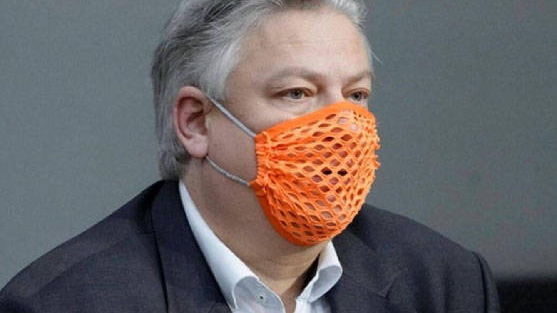 El parlamentario alemán de la mascarilla de ganchillo, ingresado por coronavirus