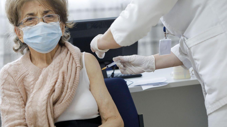 Bruselas abre la puerta a un pasaporte de vacunación para viajar en la UE