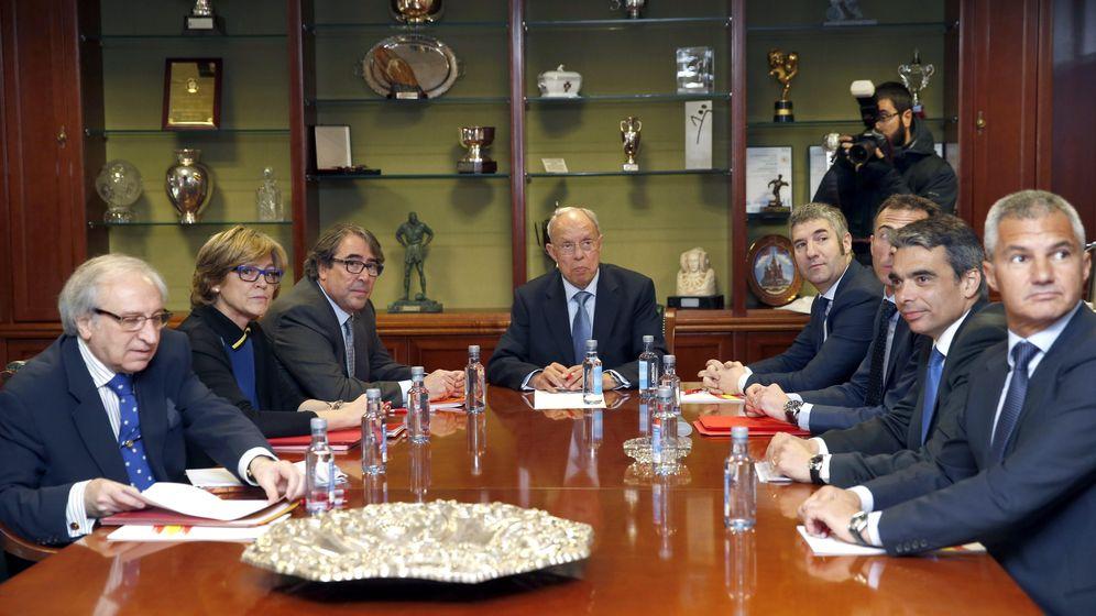Foto: Los miembros de la RFEF, el Barcelona y el Athletic, durante la reunión de este miércoles (Efe).