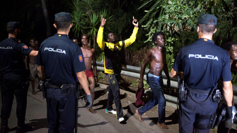 Frontera entre España y Marruecos custodiada por la Policía Nacional. (EFE)