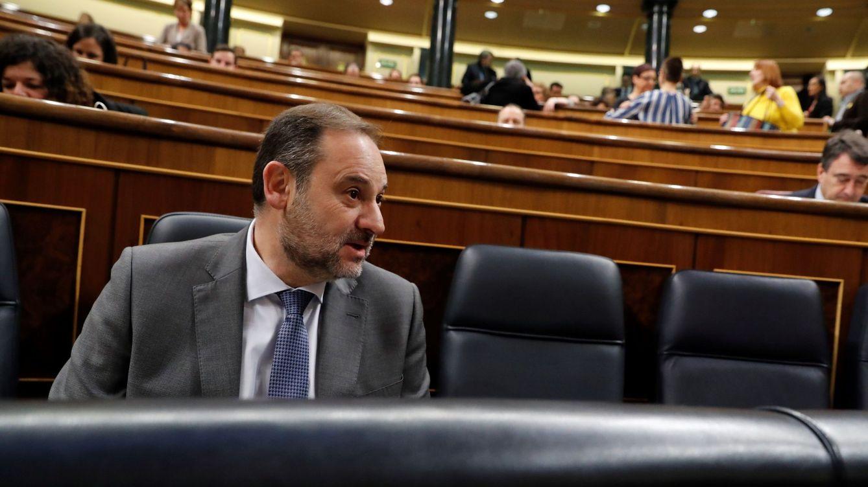 Mentiras, maletas y dinero: la oposición exige a Sánchez aclarar ya la cita con Delcy