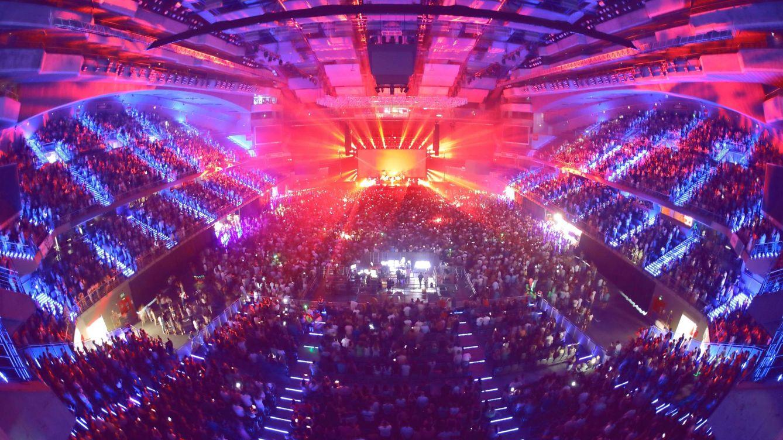 El cantante de Dragon Ball, en urgencias tras caer desde el escenario del WiZink Center
