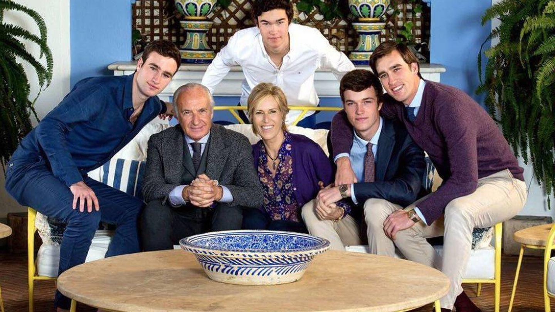 Alicia, con su marido e hijos en una foto cedida por la familia.