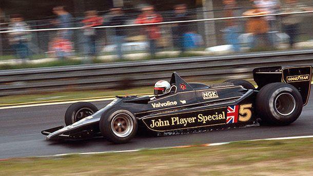 Foto: Mario Andretti a los mandos del Lotus 79 en 2009.