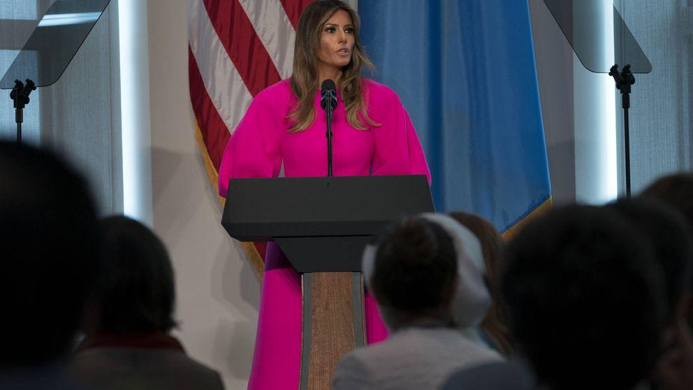 Melania Trump se hace viral con su extraño look fluorescente de DelPozo