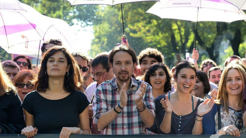 Foto: Pablo Iglesias, junto a miembros del partido durante la marcha nacional de pasado sábado contra las violencias machistas.  (Dani Gago)
