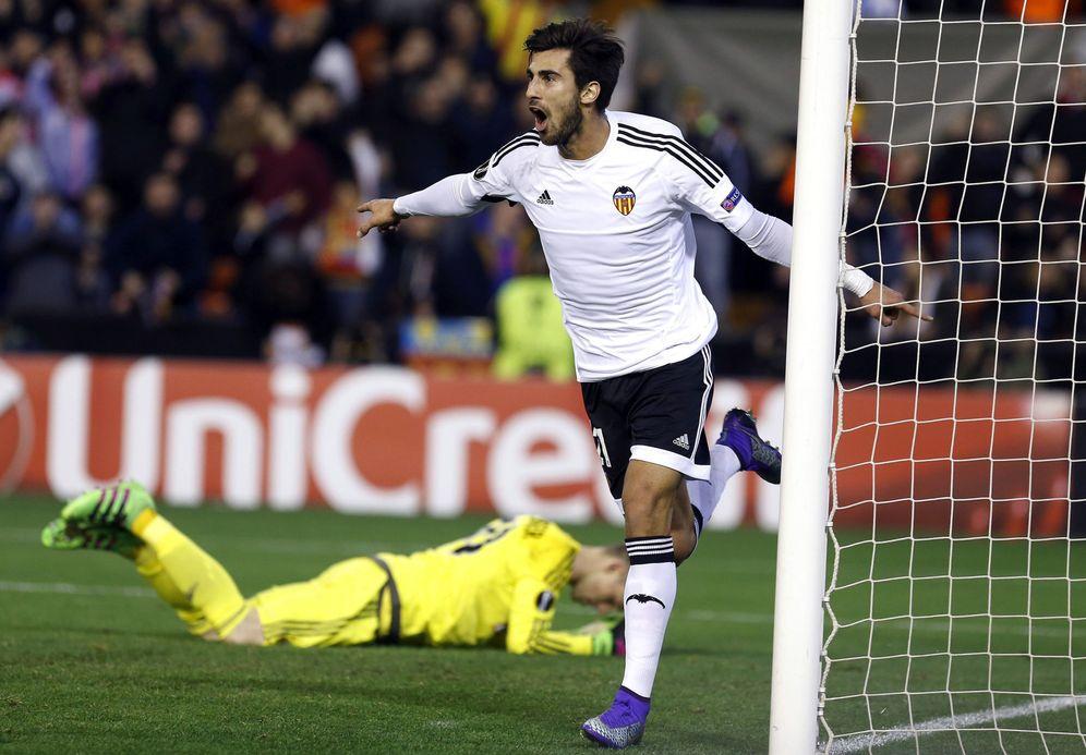 Foto: André Gomes marca un gol con el Valencia. (EFE)