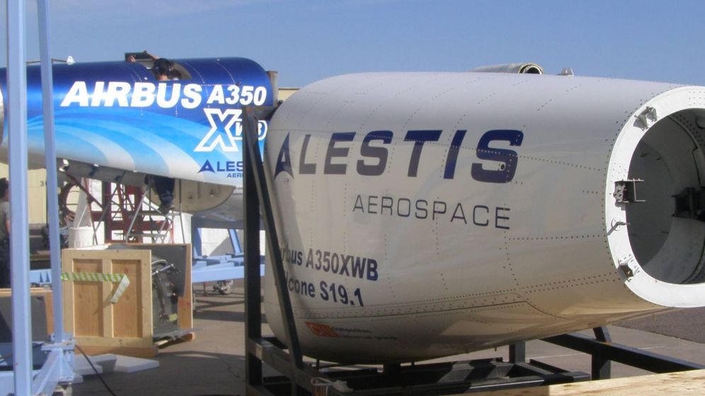 Foto: Conos de cola del A350 que Alestis fabrica en fibra de carbono en Cádiz. (Foto: Alestis)