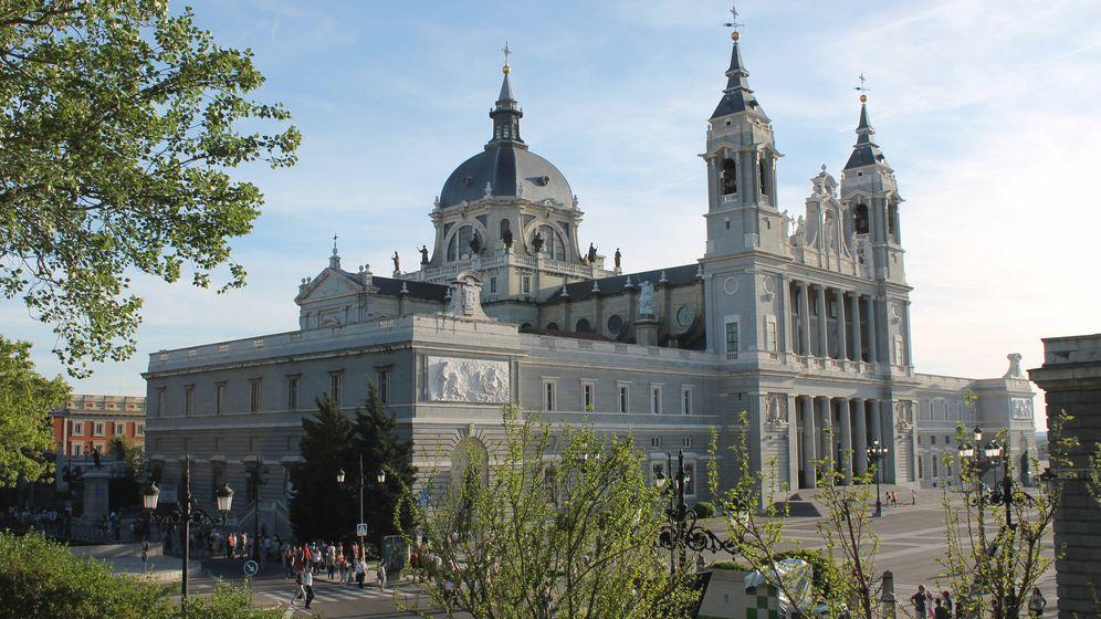 Foto: Fachada principal de la Catedral de la Almudena de Madrid.
