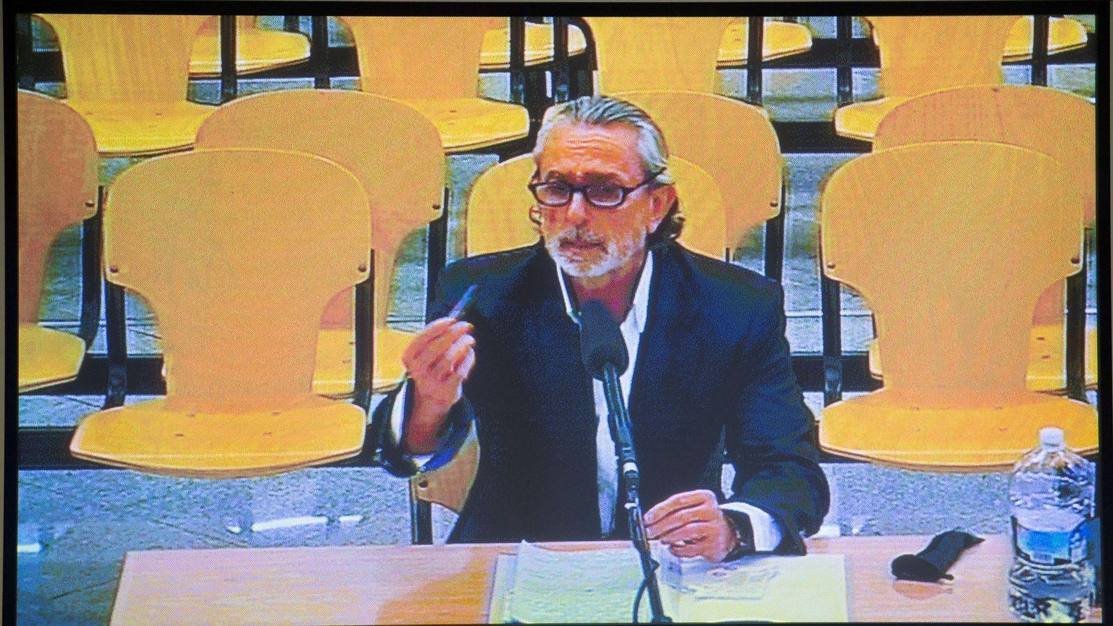 Foto: Monitor de la sala de prensa de la sede de la Audiencia Nacional de San Fernando de Henares con la declaración de Francisco Correa. (EFE)
