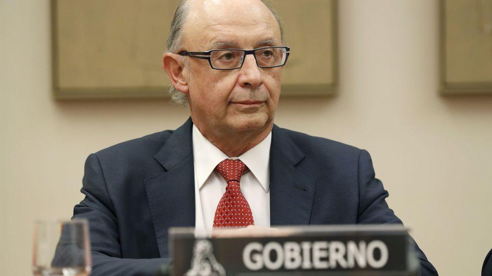Foto: El ministro de Hacienda, Cristóbal Montoro, durante su comparecencia en el Congreso para explicar el mecanismo de pagos de Cataluña. (EFE)