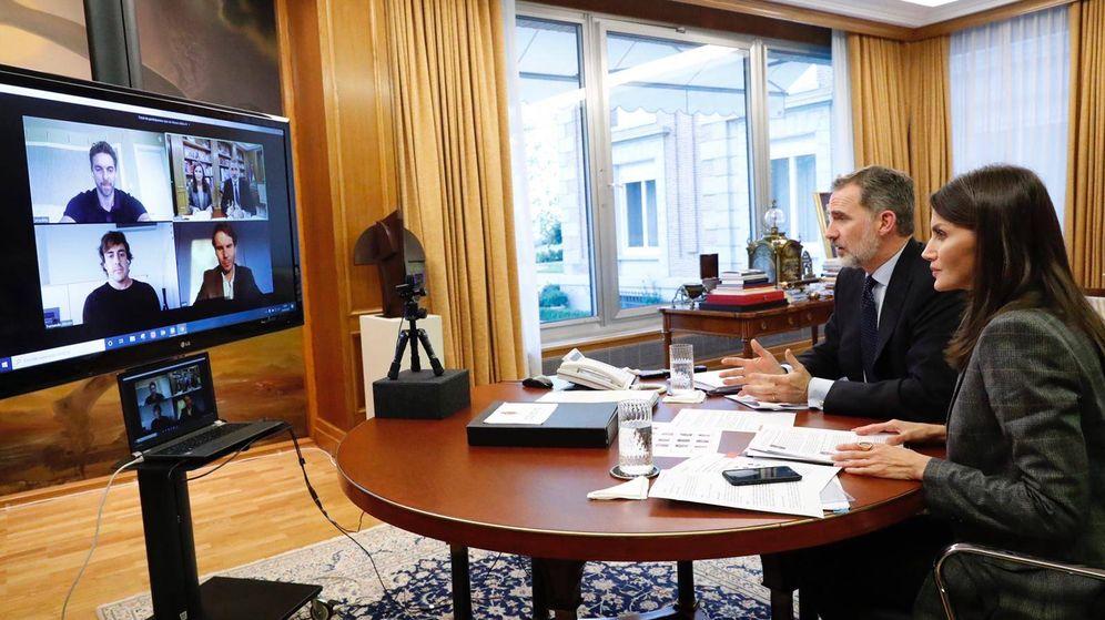 Foto:  Los Reyes, conversando con Nadal, Gasol y Alonso. (Casa Real)