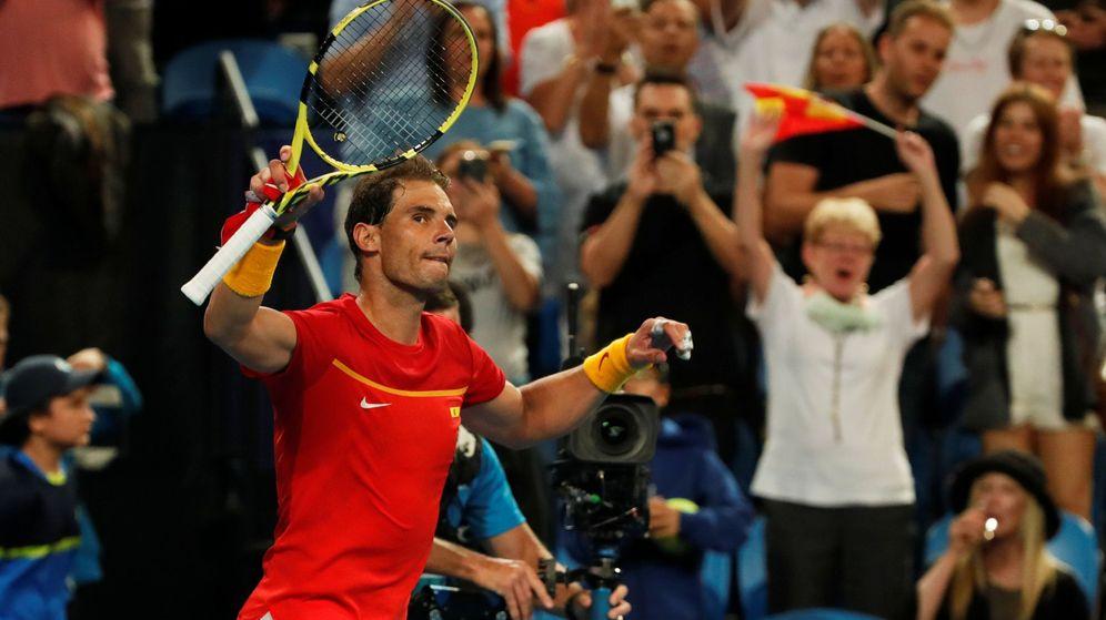 Foto: Rafa Nadal celebra su victoria en su estreno en la ATP Cup. (Reuters)