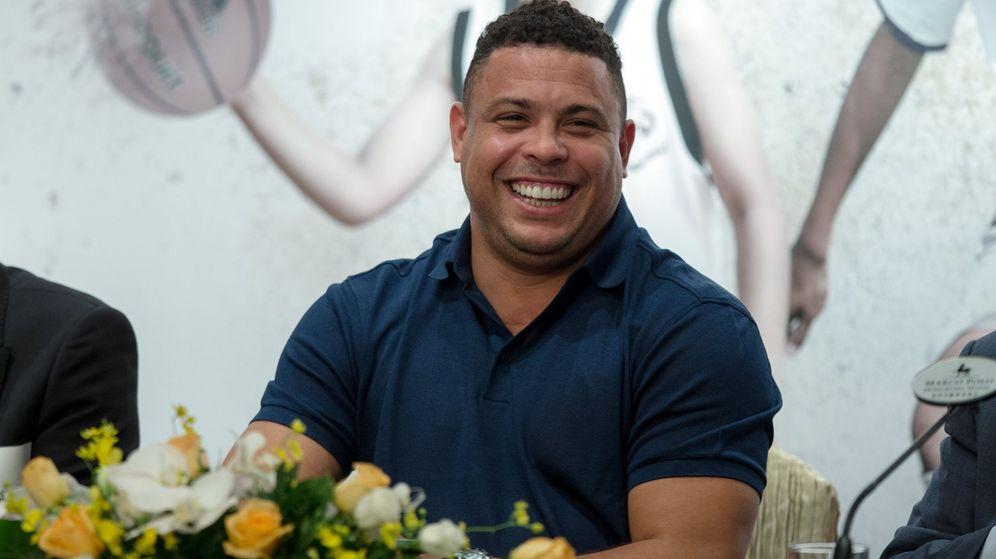 Foto: Ronaldo Nazario, sonriente, durante un acto promocional en Hong Kong. (Efe)
