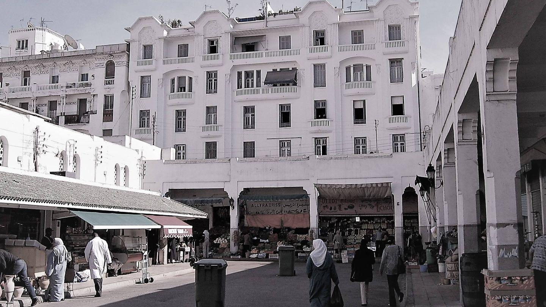 Mercado y edificio de arquitectura colonial en Casablanca. (MGR)
