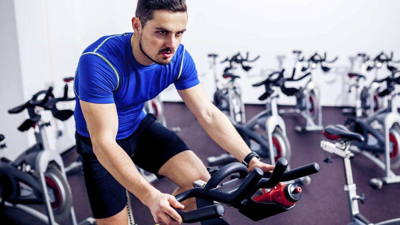 Foto: La bicicleta estática es la mejor herramienta para practicar el HIT. (iStock)
