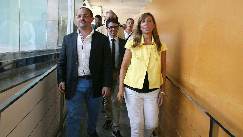 La presidenta del PP catalán, Alicia Sánchez-Camacho (d), junto al presidente del PPC en Tarragona, Alejandro Fernández (i). (EFE)