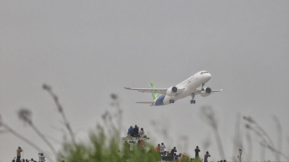 Foto: Uno de los prototipos del C919 levantando el vuelo. (Reuters)