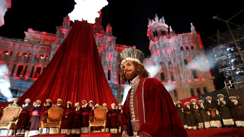 El rey Gaspar a su llegada a la Plaza de Cibeles el año pasado. (EFE)