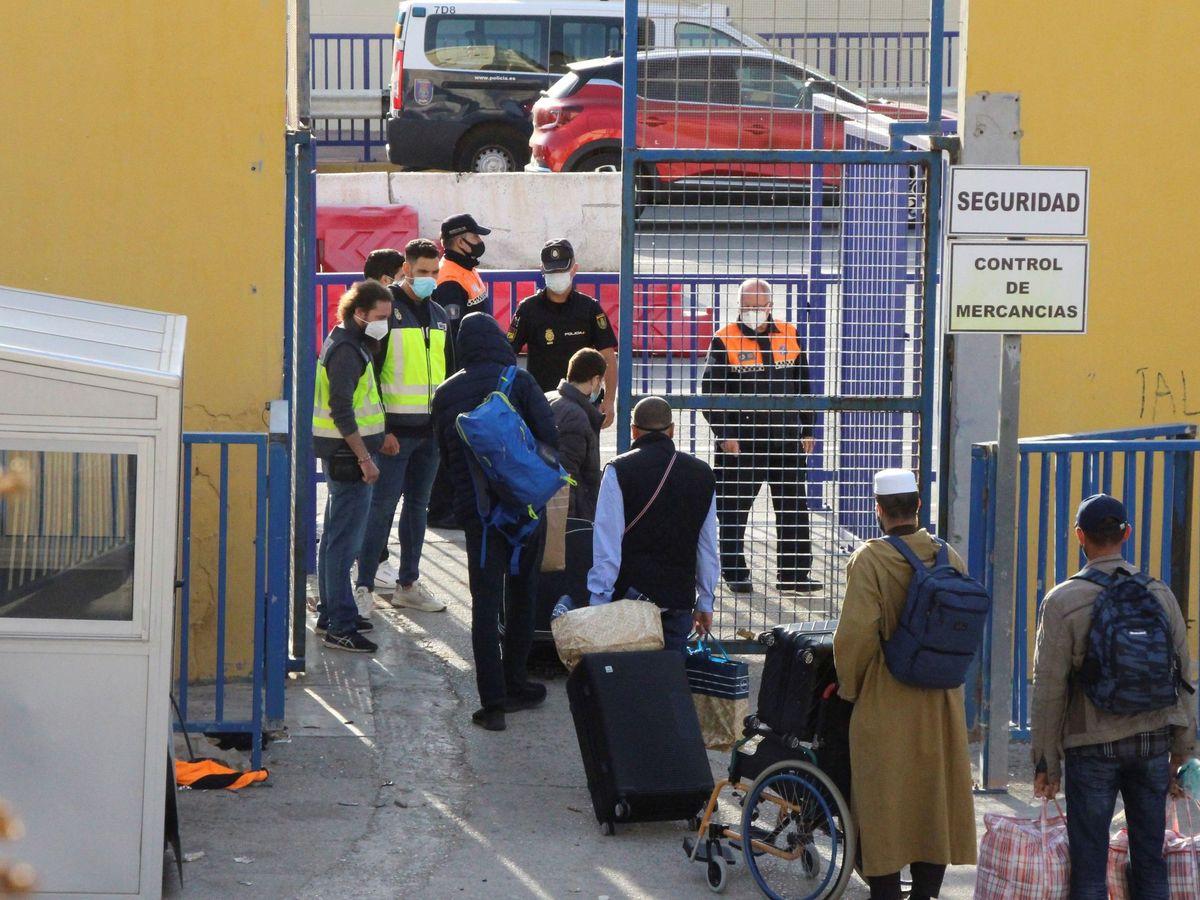 Foto: Puertas de la frontera del Tarajal, que separa Ceuta de Marruecos. (EFE)