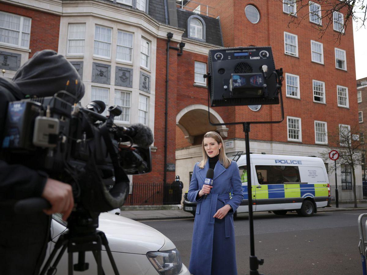 Foto: Periodista de televisión, en Reino Unido. (Reuters)