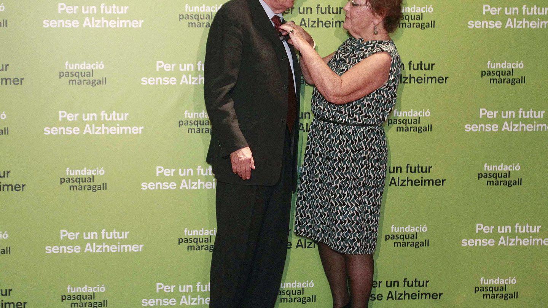 Pasqual Maragall, junto a su mujer, Diana Garrigosa, en 2013. (EFE)