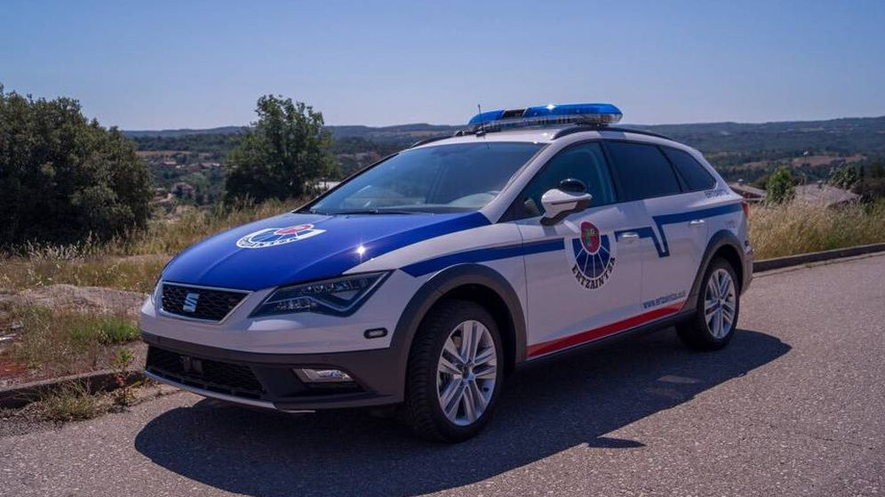 Foto: Coches patrulla de la Ertzaintza (Policía de Euskadi)