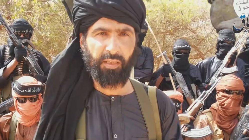 Foto: Abu Adnan Walid al Sahraui, en el momento de jurar lealtad al Estado Islámico en 2015, en un vídeo propagandístico.