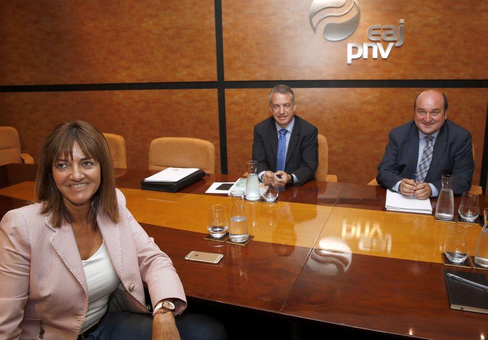 Foto: Iñigo Urkullu y el presidente del PNV, Andoni Ortuzar, junto con la líder del PSE, Idoia Mendia, el pasado 3 de octubre en Bilbao. (EFE)