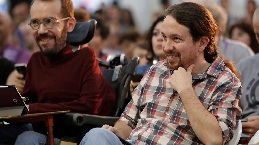 Foto: Pablo Iglesias junto a Pablo Echenique, en una imagen de archivo. (EFE)