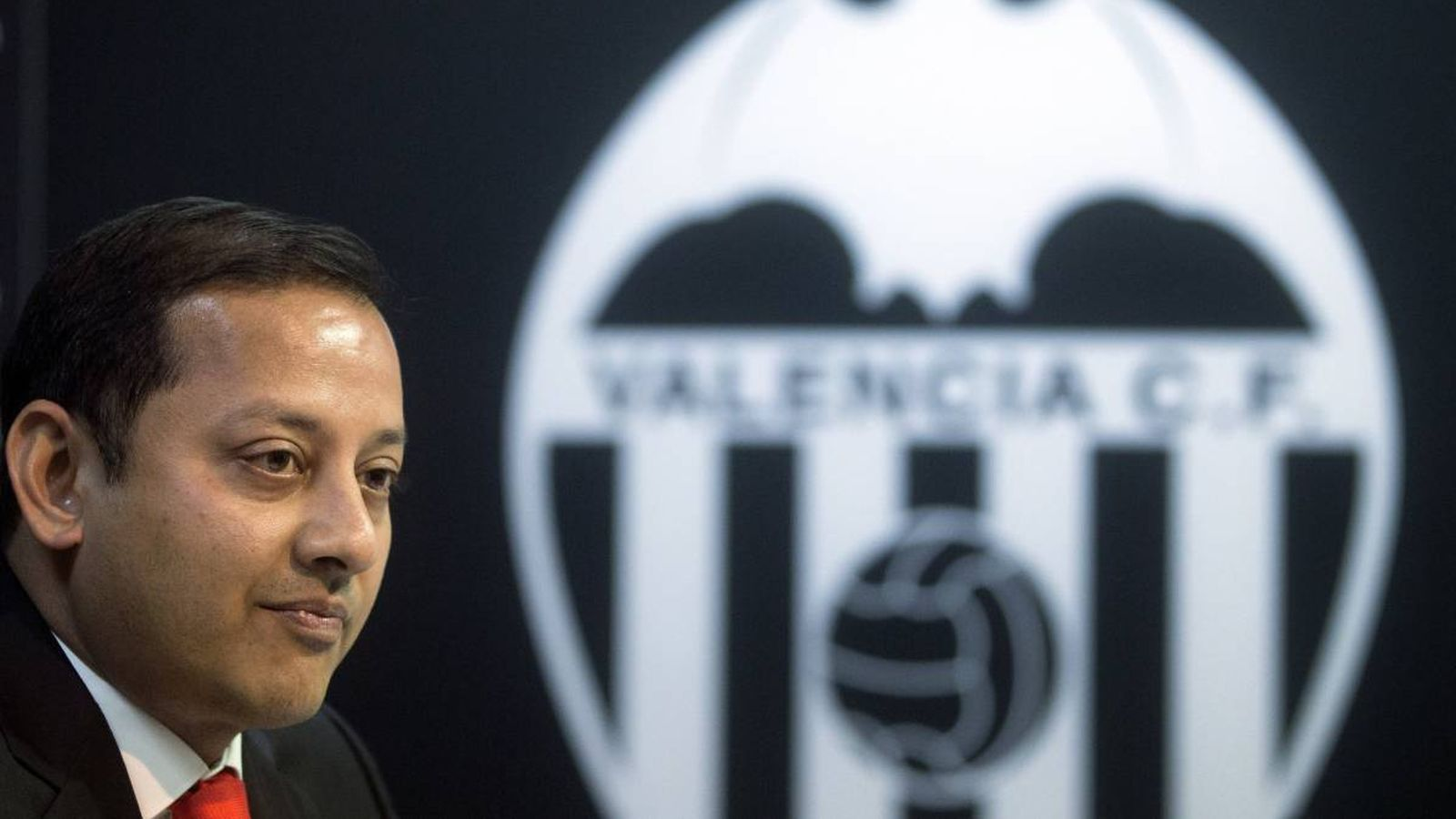 Foto: Anil Murthy, predidente del Valencia CF, durante una rueda de prensa. (EFE)